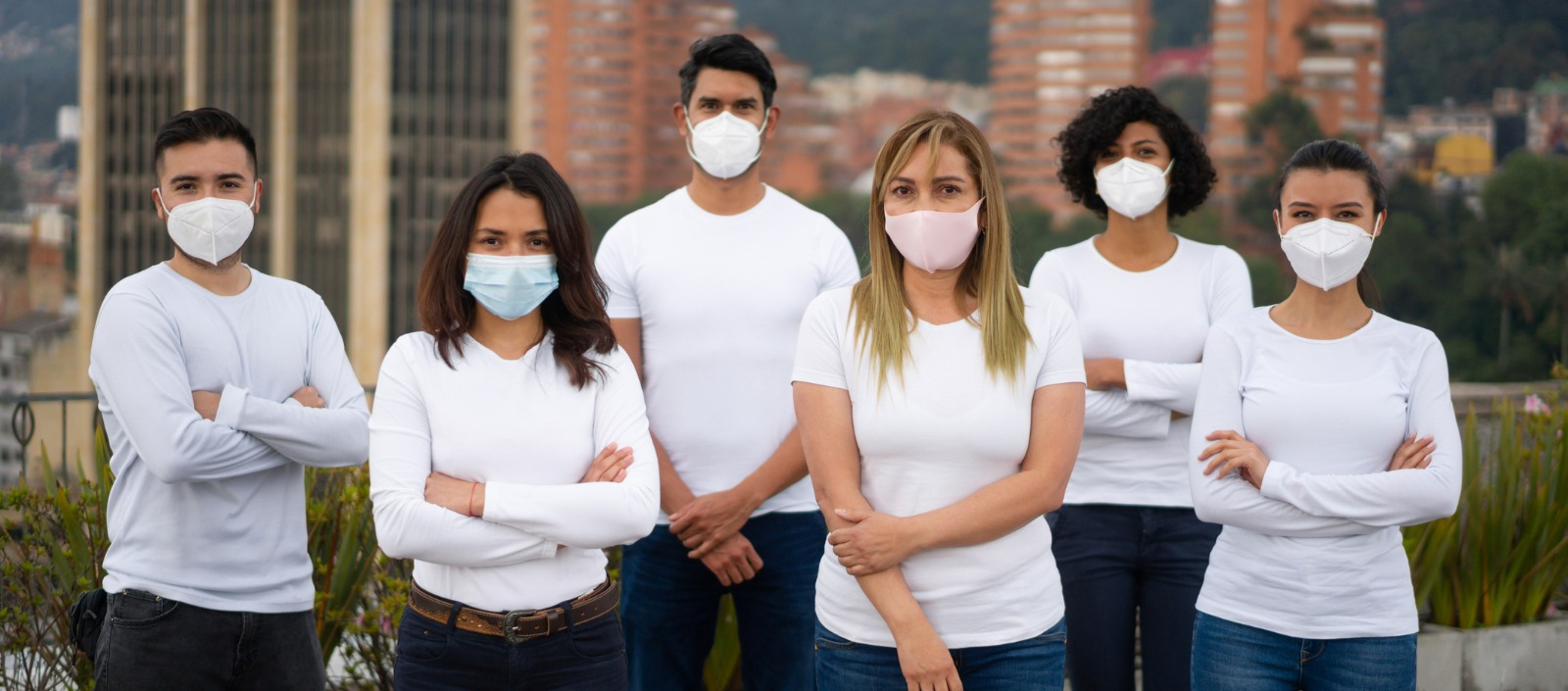 Group of nonprofit volunteers | how to navigate the pandemic's challenges for nonprofits